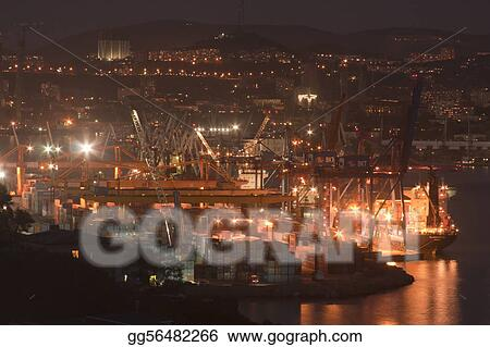Night city - Vladivostok, seaport