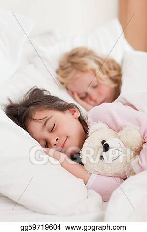 фото брат и спящая сестра