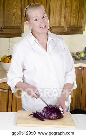 red cabbage is prepared from a housewife in her 50s