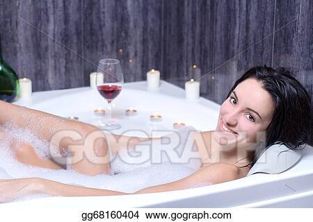 девушка в пене смотреть фото